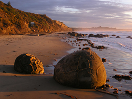 The Moeraki Boulders at sunrise by Karsten Sperling http:spiff.de/photo